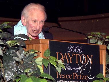 Studs Terkel accepts the 2006 Lifetime Achievement Award