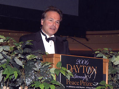 Stephen Walker accepting 2006 Nonfiction Award for Shockwave: Countdown to Hiroshima